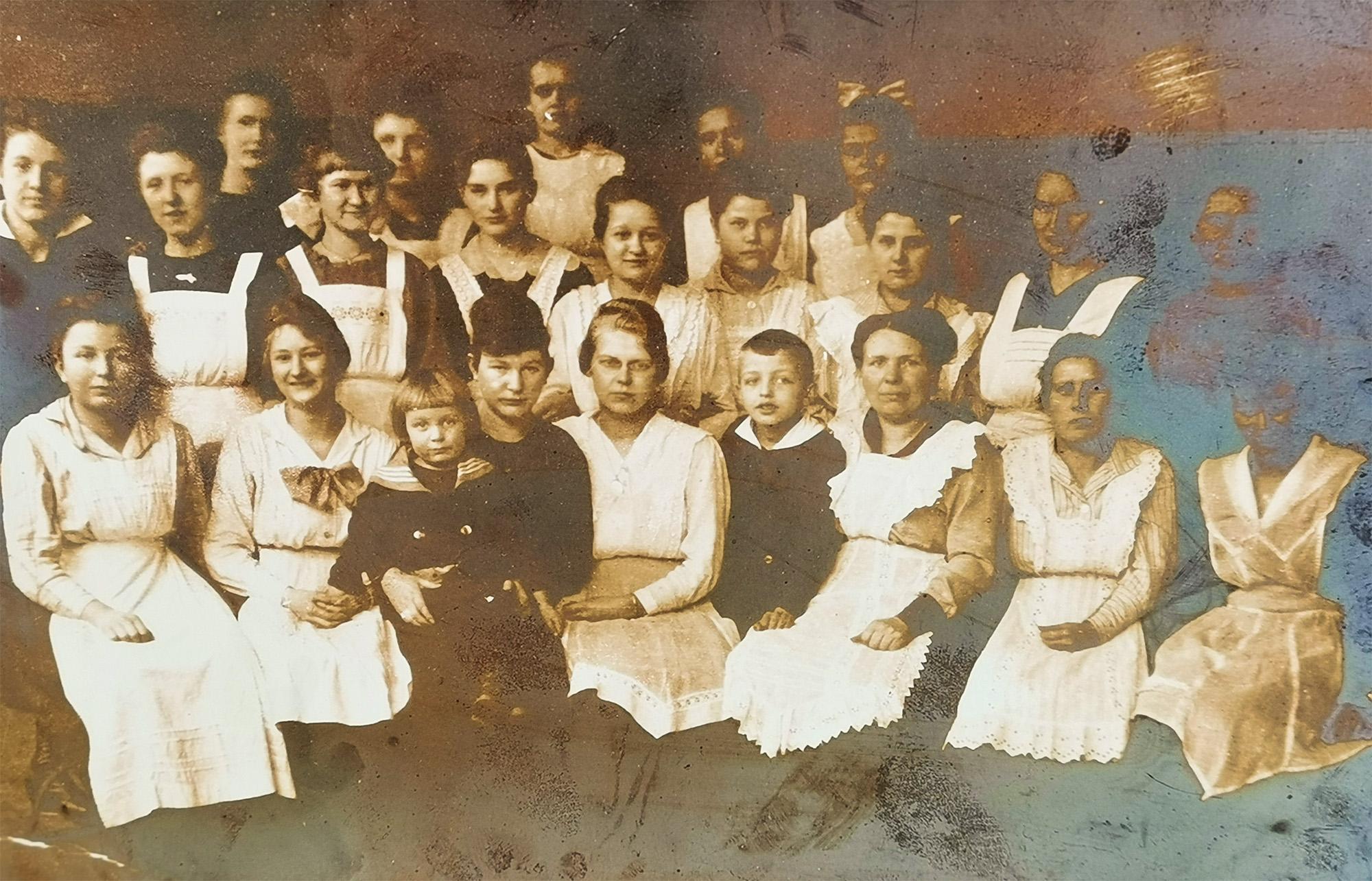 Historie - Berta Kraft mit Team um 1910